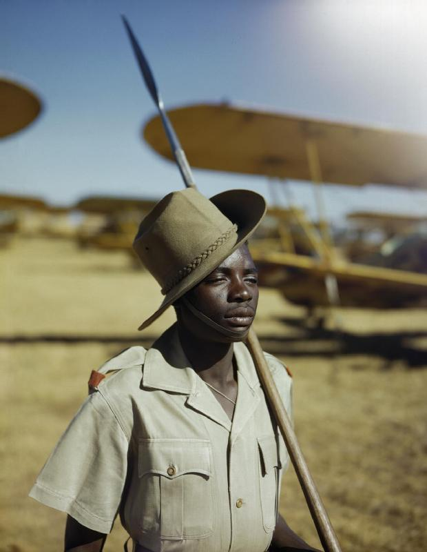 An_African_soldier_or_'Askari'_on_guard_duty_at_No._23_Air_School_at_Waterkloof,_Pretoria,_South_Africa,_January_1943._TR1262
